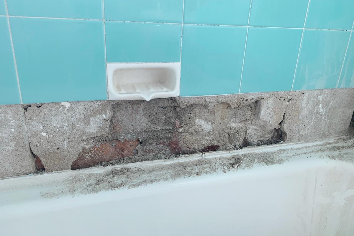 signs bath leaking