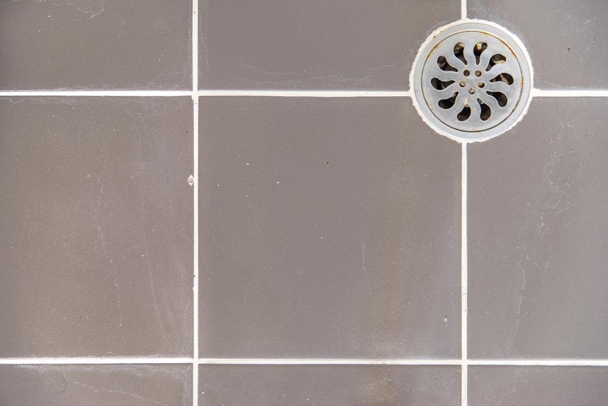 why do tiles crack
