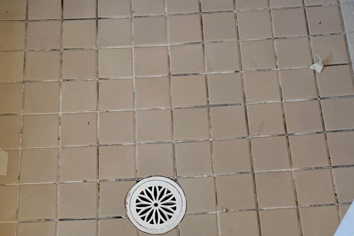 why tile grout becomes crumbly powdery